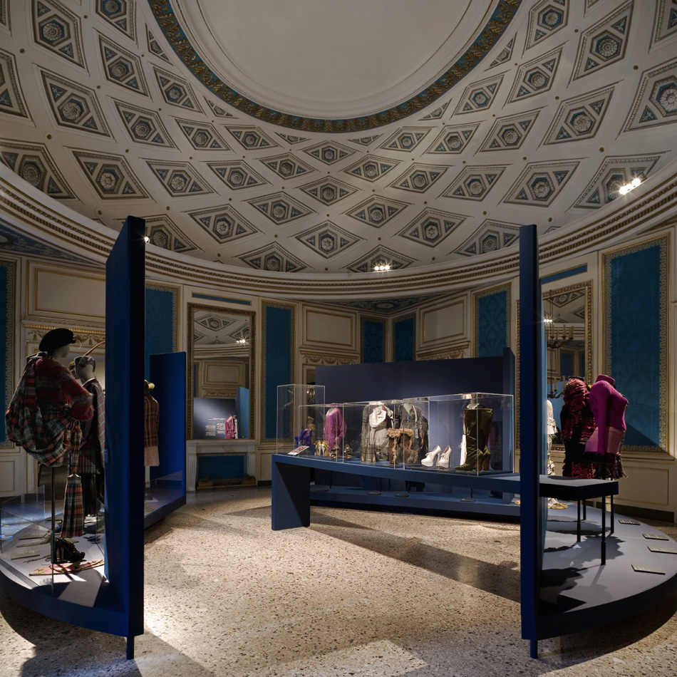 Vivienne westwood palazzo reale mostre panstudio for Mostre palazzo reale 2015